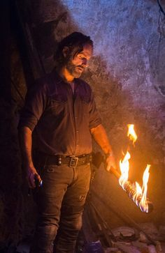 SEASON 8 EP.12 RICK GRIMES AND A BURNING LUCILLE