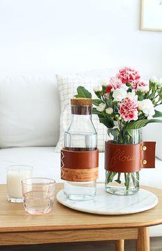 DIY anse en cuir, sur carafe ou sur vase.  Réalisé par Mademoiselle Claudine. Dfacile à réaliser.