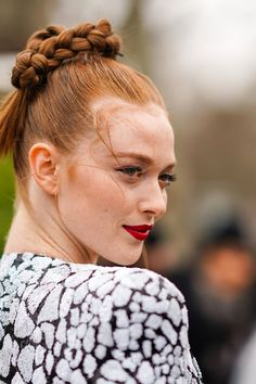 Street Style - Paris Fashion Week - Womenswear Fall/Winter : Day Five Red Hair Inspiration, Hair Inspo, Beauty Tips For Hair, Beauty Hacks, Hair Tips, Holiday Hairstyles, Braided Hairstyles, Braid Game, Grow Long Hair