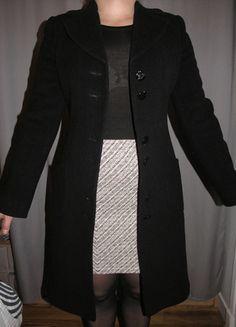 A vendre sur #vintedfrance ! http://www.vinted.fr/mode-femmes/manteaux-dhiver/19842838-manteau-en-laine-noir-cintre