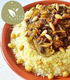#couscous tfaya aux oignons caramélisés et aux raisins secs www.evasion-culinaire.com couscous-tfaya-couscous-marocain #maroc #couscousmarocain Middle East Food, Middle Eastern Recipes, Plats Ramadan, Tagine Cooking, Moroccan Couscous, Algerian Recipes, Confort Food, Couscous Recipes, Ramadan Recipes