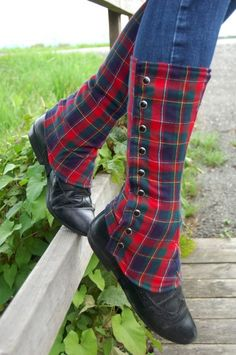 Tartan-Gamaschen Tartan by janice. Tartan Mode, Tartan Plaid, Tweed, Tartan Fashion, Diy Vetement, Wide Calf Boots, Knee Boots, Scottish Tartans, Lining Fabric