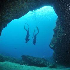 Descente en poids constant sur l une des grottes de Giens
