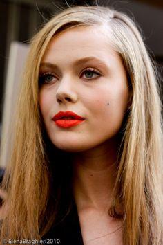 I love her smile. I love her hair. I love her knees. I love how_美美 - 美丽鸟 Neon Lipstick, Cute Lipstick, Orange Lipstick, Bright Lipstick, Red Lips, Beauty Makeup, Hair Makeup, Hair Beauty, Real Beauty