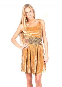 Vestido de terciopelo con cinturón de piedras bordadas - Velvet dress with belt | www.sayan.es | SAYAN