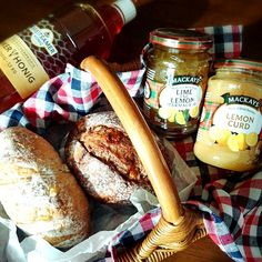 素敵なお友だち やよちゃんに教えてもらったレモンカード届いたemoji一緒にライムレモンマーマレードと1.5㌔の蜂蜜も!! パン部ゆりちゃんからは研究のための とあるパン屋さんのハード系パンを貰いました #lemoncurd #limeandlemonmarmalade #mackays #honey #パン部#bread#西陽#蜂蜜#パン屋さんのパン#breitsamerhonig