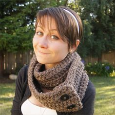 Crochet Pattern For Infinity Scarf With Buttons : Crochet on Pinterest How To Crochet, Easy Crochet and ...