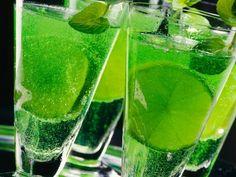 Waldmeister-Champagner ist ein Rezept mit frischen Zutaten aus der Kategorie Südfrucht. Probieren Sie dieses und weitere Rezepte von EAT SMARTER!