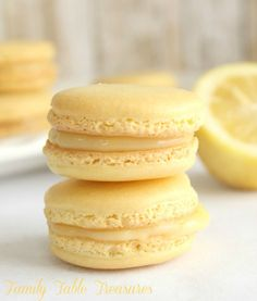 Lemon Macarons with Lemon Curd Filling - Family Table Treasures Tart and Tangy Lemon Macarons with Lemon Curd Filling. The perfect light French pastry for the Spring and Summer season! Desserts Menu, Light Desserts, Lemon Desserts, Delicious Desserts, Dessert Recipes, Lemon Curd Dessert, Health Desserts, Plated Desserts, Macaroons Flavors