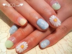 nail designs - I just like daisy...