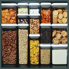 Potes quadrados da Oxo Pop tipo container - costumam ser mais fáceis para encaixar e dispor em armários