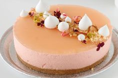 Rhubarb cheesecake - the perfect dessert - The Happy Kitchen - 10 Classic American Desserts Cheesecake Decoration, Dessert Decoration, Baking Recipes, Cake Recipes, Dessert Recipes, Gelato Cake, Mango Cake, American Desserts, Pastry Art