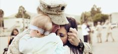 Soldier Returns Home And Meets His Newborn Daughter For The First Time. Dare you not to cry