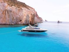 The impressive Polyaigos island (Πολύαιγος) with the unique kind of turquoise waters ❤️.