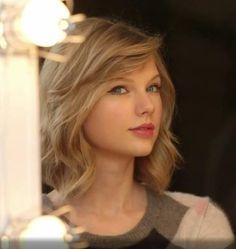 Taylor Swift - love this hairstyle