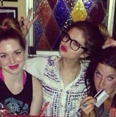 jennifer stone at home 2013 | ... news, images and more! - Selena with her friends Jennifer Stone and