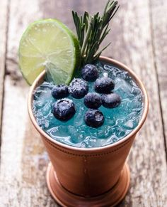 Blue Mule Cocktail | 14 Fun And Refreshing Summer Drink Recipes | https://homemaderecipes.com/14-summer-drink-recipes/