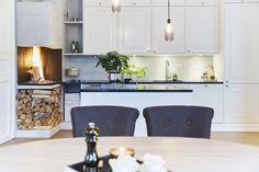FINN – FROGNER- Lekker, gjennomført og klassisk leilighet med balkong, heis, peis og svært ettertraktet beliggenhet. Lave fellesutgifter og ingen gjeld.