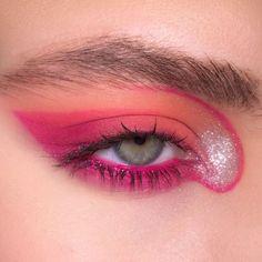 revolution eyeshadow palette mini eye makeup makeup eyeshadow makeup tutorial makeup sponge makeup tips and makeup kit with no face makeup Eye Makeup Art, Cute Makeup, Pretty Makeup, Skin Makeup, Beauty Makeup, Makeup Style, Pink Eyeshadow, Eyeshadow Makeup, Eyeliner
