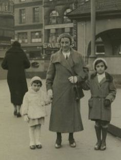Anne, Edith & Margot Frank in March 1933. Photograph taken from the ultimate 'Anne Frank Timeline', another fantastic resource from our partner organisation, the Anne Frank House ...
