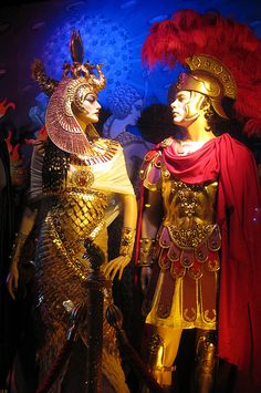Bloomingdale's 2009 Holiday Window - Dynamic Duos - Mark Antony and Cleopatra Egyptian Queen, Ancient Egyptian Art, Ancient Rome, Ancient History, Art History, Cleopatra And Marc Anthony, Queen Cleopatra, Cleopatra Costume, Statues