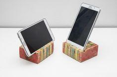 Piece Of Cake by PAPA Timber - iphone mobile phone holder made from reclaimed wood. Podstawka pod telefon lub tablet wykonana z odzyskanego drewna z palet. Upcycling, ecodesign pełną gębą:)