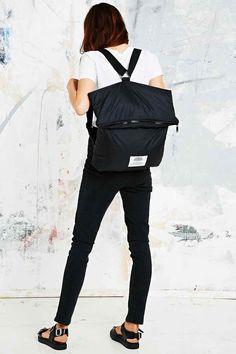 Cheap Monday – Gepolsterter Rucksack in Schwarz - Urban Outfitters
