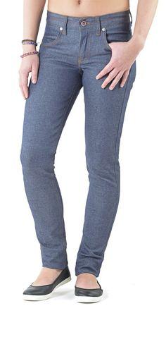 Le Fuselé 204 FLE 13 est un jeans slim brut pour femme, en coton bio, filé + teint + tissé + confectionné en France.  La taille (...)