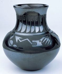 Black on Black Ceramic Vessel. [Pottery] Martinez was a Native American artist from the San Ildefonso Pueblo of Northern New Mexico. She was born in 1887 in San Ildefonso Pueblo, New Mexico. Southwest Pottery, Southwest Art, Native American Design, Native American Pottery, Ceramic Pottery, Pottery Art, Pottery Ideas, Talavera Pottery, Pueblo Pottery