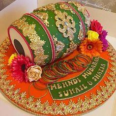 Elegant & Quirky Wedding Cakes Designs for your happy beginning Desi Wedding Decor, Wedding Stage Decorations, Wedding Crafts, Diy Wedding, Pakistani Wedding Decor, Pakistani Mehndi Decor, Indian Wedding Centerpieces, Marriage Decoration, Quirky Wedding