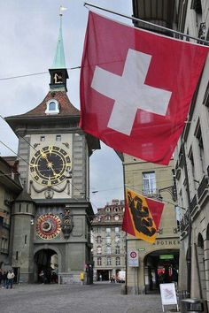 Bern, Switzerland (famous clock tower in Bern). I love Bern! Zurich, La Provence France, Glacier Express, Switzerland Bern, Switzerland Vacation, Places To Travel, Places To Go, Travel Destinations, Europe Centrale