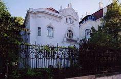 Budapest Bug City Architecture, Historical Architecture, Art Nouveau, Art Deco, Budapest, Villa, Tours, Mansions, Bauhaus