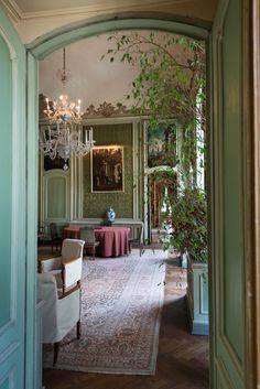 a leafy green room of grandeur. French Interiors, Beautiful Interiors, Beautiful Homes, Rococo, Baroque, Green Paint Colors, Potted Trees, Victorian Design, Interior Decorating