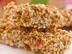 Barritas de cereal caseras Ingredientes: 40 g Nueces 40 g Almendras 40 g Semillas de sésamo 40 g Coco rallado 50 g Avena instantánea 2 cucharadas de Miel 1 clara de huevo