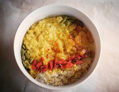 Golden Oatmeal with Turmeric and Saffron – Vegan