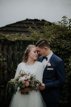 Bukiet ślubny / wedding bouquet  Fot. Jakubowski Foto Wedding Bouquets, Wedding Dresses, Bride Dresses, Bridal Gowns, Wedding Brooch Bouquets, Bridal Bouquets, Weeding Dresses, Wedding Bouquet, Wedding Dressses