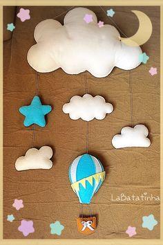 Mobile balões nuvens feltro