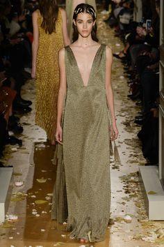 Valentino Spring 2016 Couture Fashion Show - Photo: Yannis Vlamos / Indigitalimages.com.