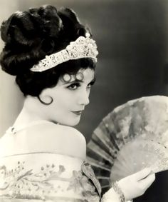 """solo-vintage: """" Jetta Goudal ( July 1891 – January was a Dutch-born American actress, successful in Hollywood films of the silent film era. Vintage Glamour, Look Vintage, Old Hollywood Glamour, Vintage Hollywood, Vintage Beauty, Classic Hollywood, Vintage Ladies, 1920s Glamour, Belle Epoque"""