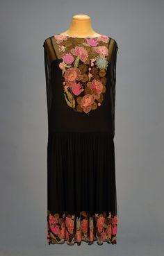 omgthatdress:    Dress  1920s  Whitaker Auctions
