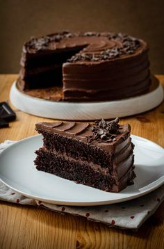 Pastel de chocolate esponjoso, fácil y rápido de preparar | Ganache de chocolate negro | Tarta de Matilda Desserts, Matilda, Ideas, Molde, Homemade Chocolates, Sweet Desserts, Pastries, Thermomix, Tailgate Desserts