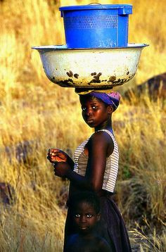 A girl is holding pots on top of her head, which s very common in Benin. African Life, African Culture, African Women, African Art, We Are The World, People Around The World, Around The Worlds, Cultures Du Monde, World Cultures
