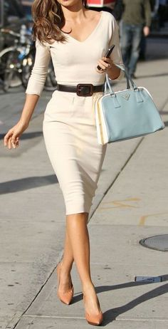 Looks so comfy! Classic pencil dress - I need this outfit! 2014 Fashion Trends, 2014 Trends, Fashion News, Fashion Beauty, Inspiration Mode, Miranda Kerr, Business Attire, Business Chic, Business Fashion