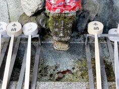 Temizuya (Brunnen), um sich die Hände und den Mund zu reinigen
