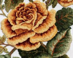 Close-up of Rose, hooked by Pat Horn Rug Hooking Designs, Rug Hooking Patterns, Rug Patterns, Filet Crochet, Brother Innovis, Punch Needle Patterns, Latch Hook Rugs, Rug Inspiration, Hand Hooked Rugs
