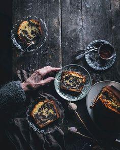 Emiliana Chateau (@emilianachateau) • Fotos y videos de Instagram White Wedding Cakes, Wedding Cakes With Flowers, Flower Cakes, Gold Wedding, Bundt Cake Pan, Loaf Cake, Wedding Cake Designs, Wedding Cake Toppers, Cake Boss Recipes