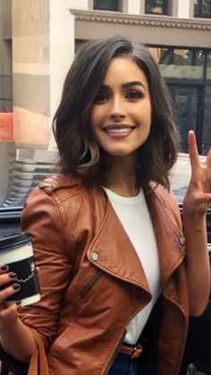 Top 15 Featured Bob Hairstyles 2019 for Women To Reach Perfection. These Perfect Bob Hairstyles 2019 for Women Will Be Huge to Mesmerize Anyone This Year. New Bob Hairstyles 2019 are Getting More Trendy and Most Desired Hairstyles Now A Days. Medium Hair Cuts, Short Hair Cuts, Short Brown Hair, Short Brunette Hair Cuts, Short Hair For Round Face, Brown Lob, Medium Length Bobs, Medium Brown Hair, Short Hair Lengths