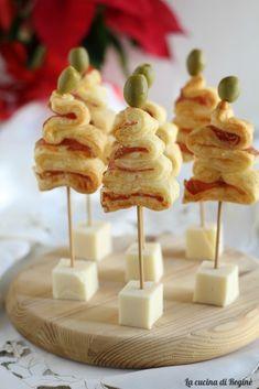 Christmas Dinner Menu, Christmas Dishes, Christmas Snacks, Xmas Food, Christmas Cooking, Christmas Mood, Creative Food Art, Snacks Für Party, Antipasto