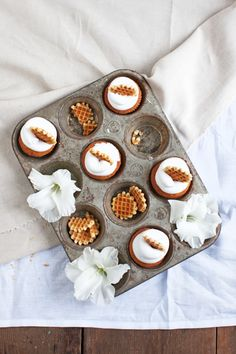 vanillia cupackes with marshmallow frosting / honeywaffles / foodstyling/ recipe / baking