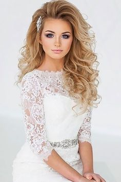 50 Awesome Curly Wedding Hairstyles Almost all of the curly wedding hairstyles are for girls with straight hair. They may take longer at hair salon. But it worth for sure! And it will cr. Straight Wedding Hair, Curly Wedding Hair, Bridal Hair, Bride Hairstyles, Down Hairstyles, Straight Hairstyles, Dark Curly Hair, Bride Hair Accessories, Princess Style